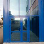 синяя алюминиевая конструкция